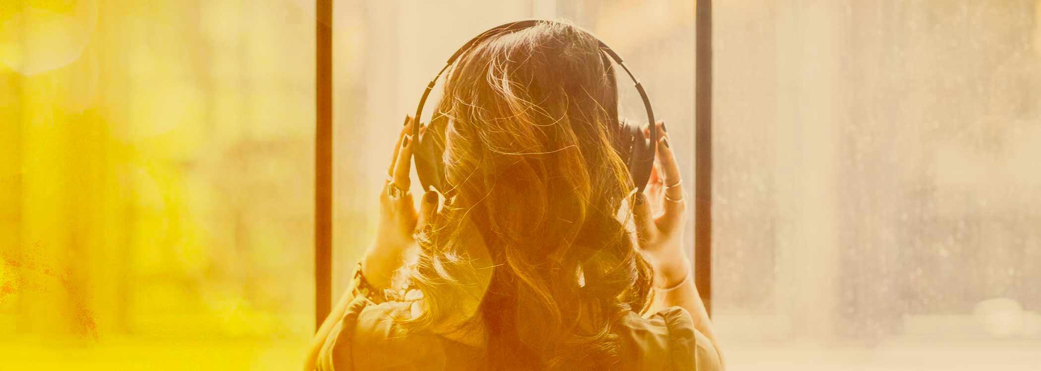 woman headphones dare to shine free course
